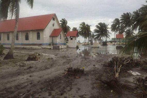 サイクロンPAM、津波のような被害