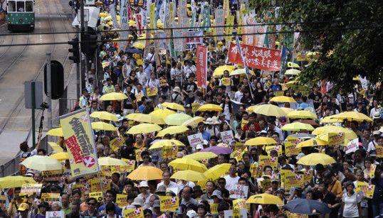 【香港デモ】黄色の傘を掲げて再び集結