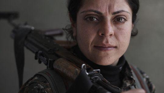 ISにも勇敢に立ち向かう クルド人女性兵たちの素顔(画像)