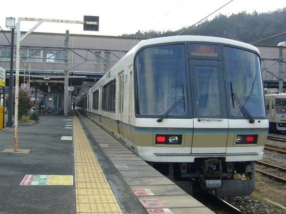 JR西日本221系近郊形電車-四半世紀を過ぎたアメニティライナー-