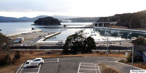 明神崎荘から見下ろした袖浜漁港。多くの漁船が戻ってきた