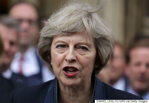 メイ内相、イギリス首相に就任へ ライバルが突然党首選から撤退した理由は?