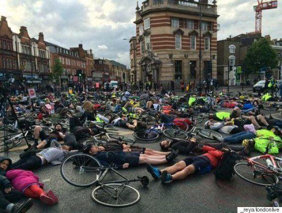 自転車の死亡事故が相次ぐロンドン 安全強化を求めてダイ・イン