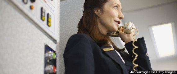 飛行機のトイレに灰皿、全面禁煙なのになぜ?