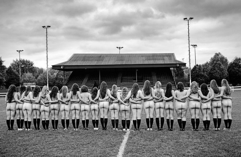 オックスフォード大の女子ラグビー部員たちがヌードになった理由