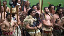ラグビーの世界的ヒーロー、ジョナ・ロムーを、仲間たちは伝統の舞「ハカ」で見送った(動画)