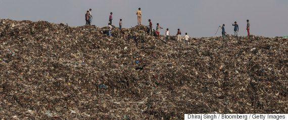 エチオピアでごみ山崩壊、死者65人 一家全員生き埋めも【画像】