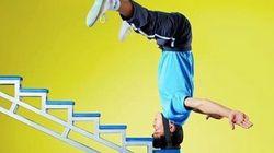 逆立ちして手を使わず頭だけで階段を登る男、中国に現る(動画)