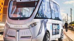 自動運転バスが公共交通機関として運用開始 スイスの街で世界初