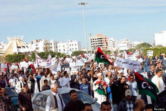 リビア:民兵組織の不処罰を止め、抑圧的な法律を改正すべき