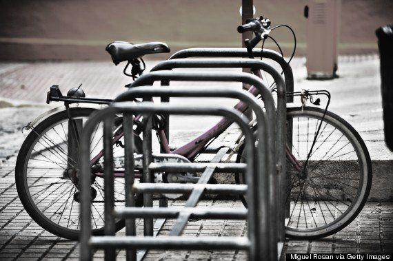 (スペイン・バレンシアの街中にある小規模な駐輪場)