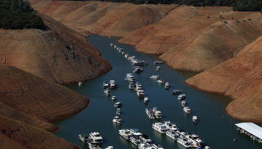 カリフォルニアが旱魃で干上がっていることが3秒でわかる画像