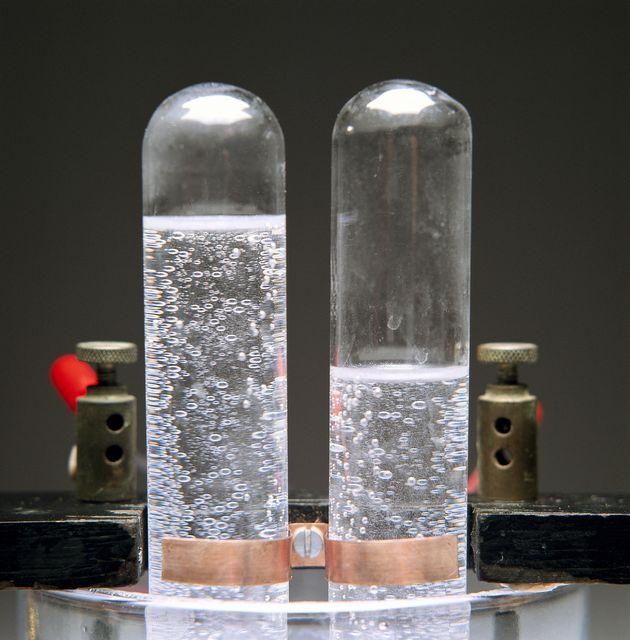 クリーンな燃料「水素」を効率的に造る技術を開発 再生可能エネルギー加速の起爆剤となるか