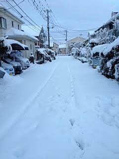 雪は融けずに残る 足元注意(相原恵理子)