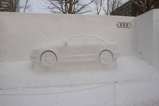 おっ、アウディは、さすがに雪まつりでも演出が上手いね。