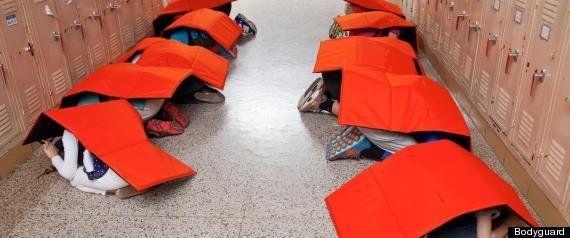 「小学校用防弾毛布」がアメリカで予想を超えた売れ行き