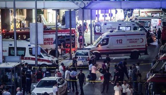 トルコ・イスタンブールの国際空港で自爆テロ、多数死亡 その爆発の瞬間(動画・画像)