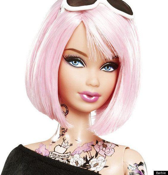 上半身タトゥーにピンクの髪「トキドキバービー」
