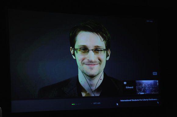 パリ同時多発テロで、なぜスノーデン氏が非難されるのか?