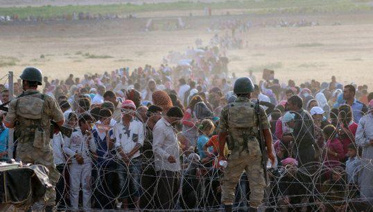 イスラム国の襲撃から避難したクルド人の国境越えを、トルコは認めない【画像】