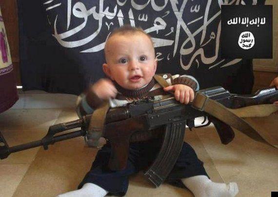 イスラム国の過激思想を教育される子供たち「首を切り落とせ」
