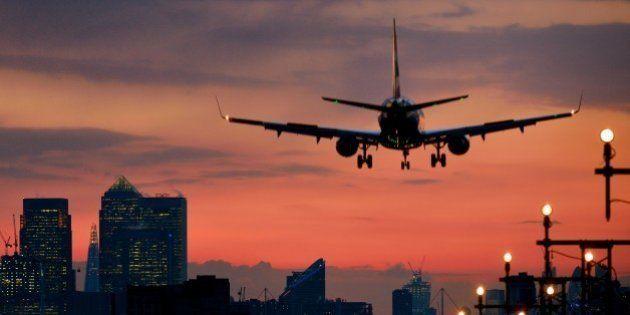 飛行機内での迷惑行為は、どの国の法律で裁かれるのか?