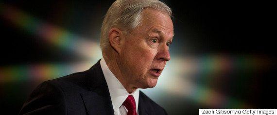 セッションズ司法長官、大統領選中のロシアとの接触認める 辞任は否定