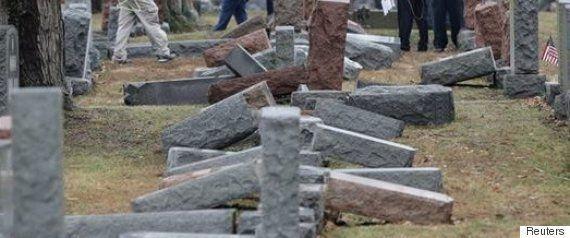 「ユダヤ人の墓は私たちが守る」イスラム教徒の退役軍人たちが、シナゴーグの警備を申し出る