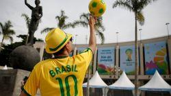 ワールドカップ開幕直前、チケット購入者に座席変更要請、スタジアム建設遅れ