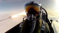 戦闘機パイロットがミサイル発射の後に驚くべき自撮り写真を撮影