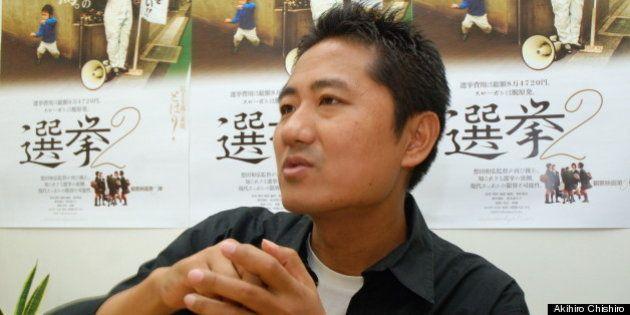 インタビューにこたえる想田和弘監督