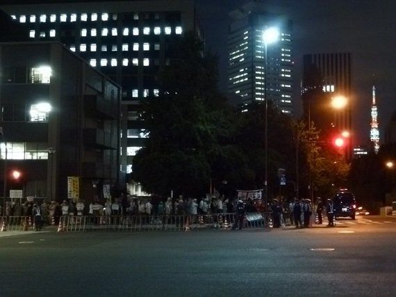 内閣総理大臣官邸前でデモ