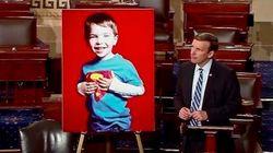 銃乱射の中、先生は自閉症の児童をかばって絶命した。銃規制法案の審議で米上院議員が語ったこと