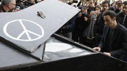 【フランス同時多発テロ】一夜明け「イマジン」のピアノ演奏が響いた 89人犠牲の現場(動画)