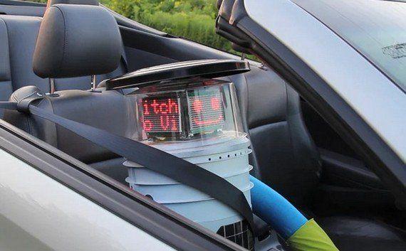 ヒッチハイクでカナダを横断するロボット「ヒッチボット」、旅の様子をツイート中(動画・画像)