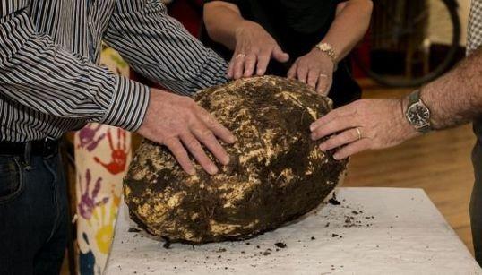 「理論上は食べられる」推定2000年前のバター、沼地で見つかる