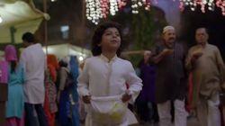 ラマダンで老人を助ける子供の姿を見ていると、心が清らかになっていく(動画)