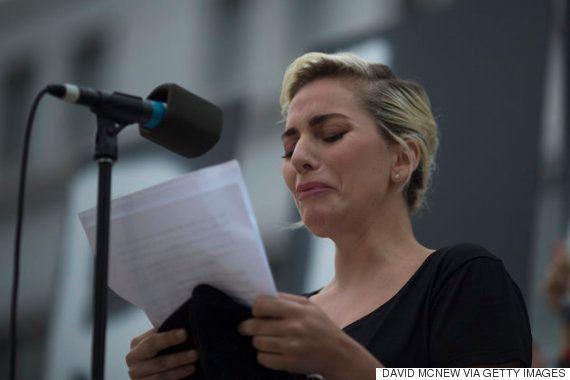 【オーランド銃乱射事件】レディー・ガガが涙のスピーチ「人間性そのものへの攻撃」