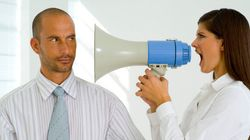 後輩、上司、同僚、顧客との会話に不快感を覚える人は◯% どんなことにイラッと来る?(調査結果)