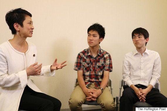「怖がらず、政治の話題を口にしてみて。仲間ができる」 蓮舫・参院議員に若者が聞いてみた