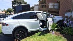 テスラモーターズ、「『モデルX』が勝手に加速し事故を起こした」とのオーナーの主張を否定 なぜなら...