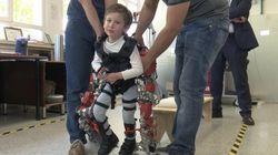 世界初の子供用パワーアシストスーツ開発、SMA(脊髄性筋萎縮症)の子供が歩く様子が公開(動画)