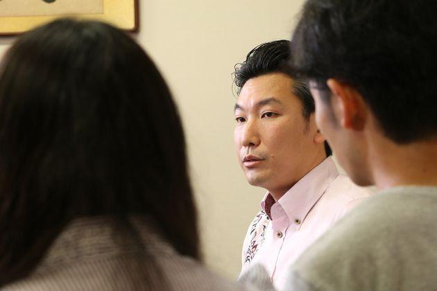 「LGBT、政治家はどう思ってるの?」橋本岳・衆院議員に若者が聞いてみた