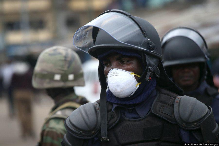 【エボラ出血熱】貧民街を封鎖するリベリアの軍隊と、怒りの住民たち(画像)