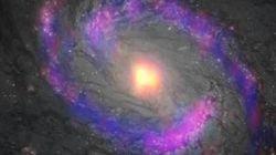 ブラックホール周囲に有機分子の集中を発見