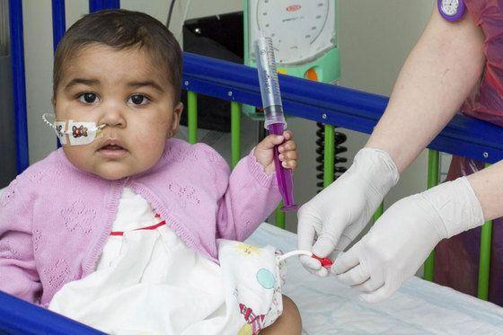 白血病の赤ちゃん、世界初の試みで快方に向かう