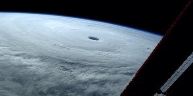 台風19号、宇宙から見たらわかる、その最強っぷり(画像)