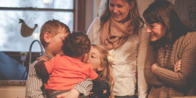 養子縁組で子供を迎えた家族、27枚の写真とストーリー