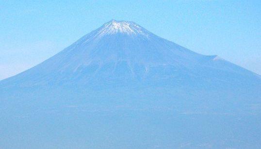 富士山をヘリの上から撮影した 荘厳な姿、目に飛び込む【画像】