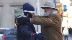 テロリスト呼ばわりされたイスラム教徒を、カナダ人たちはハグで受け入れた
